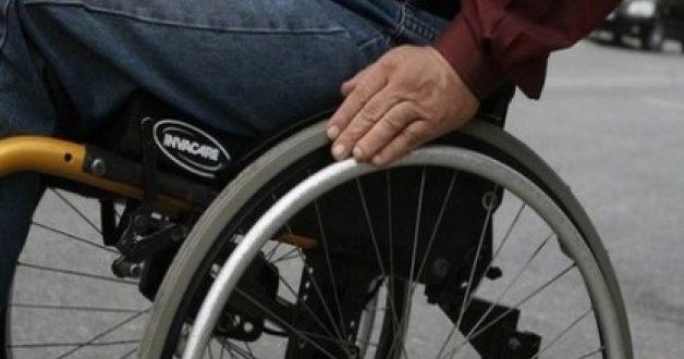 Νέα δωρεά αναπηρικού αμαξιδίου του Πανεπιστημίου Μακεδονίας στον Πανελλήνιο Σύλλογο Παραπληγικών
